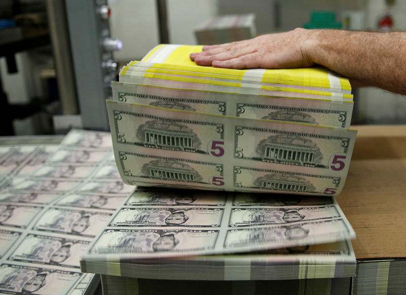 Dollar Flat as Short-Squeeze Trade Nearing End, Experts Say