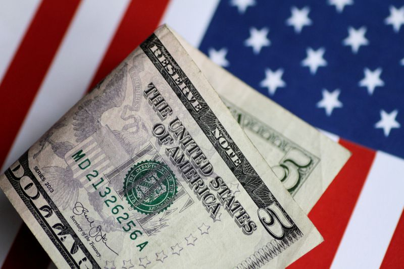 Dollar Slips From One-Month High Ahead of Fed Statement By Investing.com
