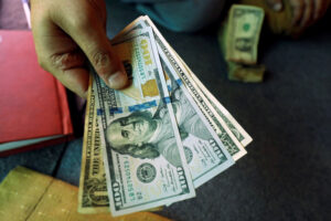 Dollar in Narrow Range as Fed Officials Continue to Downplay Inflation Fears