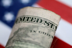 Dollar Set For Strong Weekly Gain on Covid, Inflation Worries